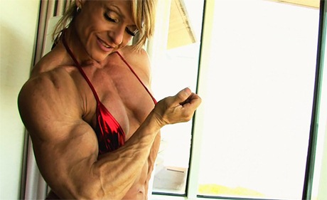 Superior Muscular Mistress posing and flexing